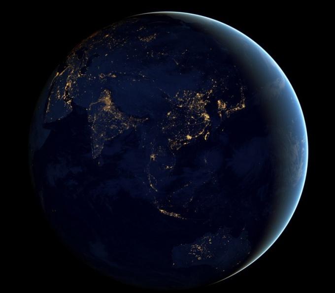 Огни городов на ночной стороне планеты Земля