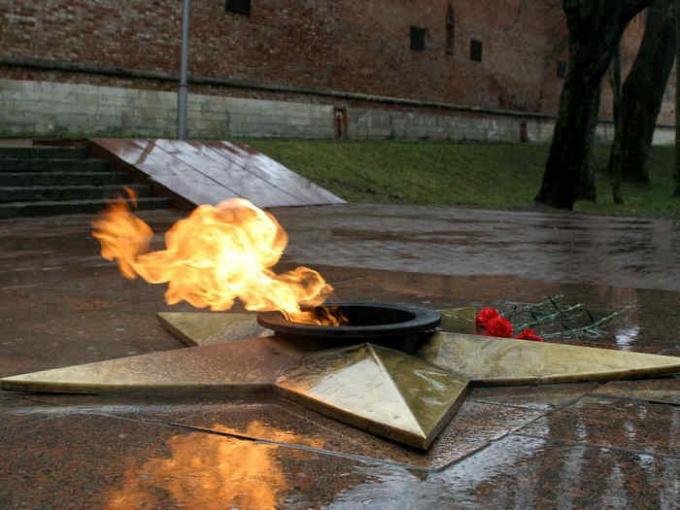 Вечный огонь в честь защитников Отечества