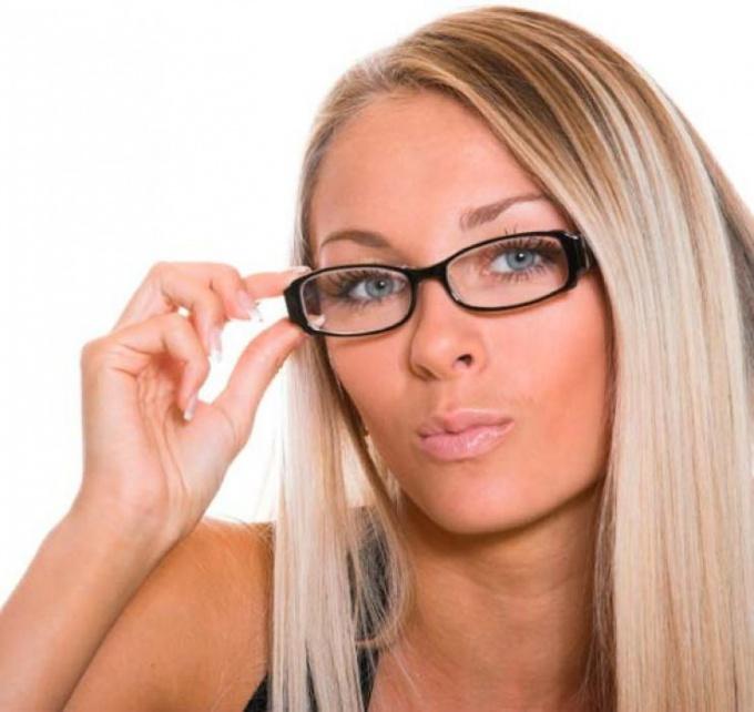 Распространен миф о том, что мужчины предпочитают умным девушкам глупых