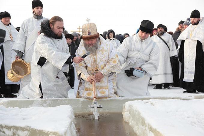 Когда проводится праздник Крещения