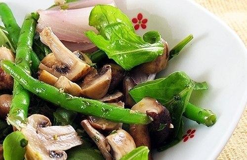 Салат  с шампиньонами и стручковой фасолью