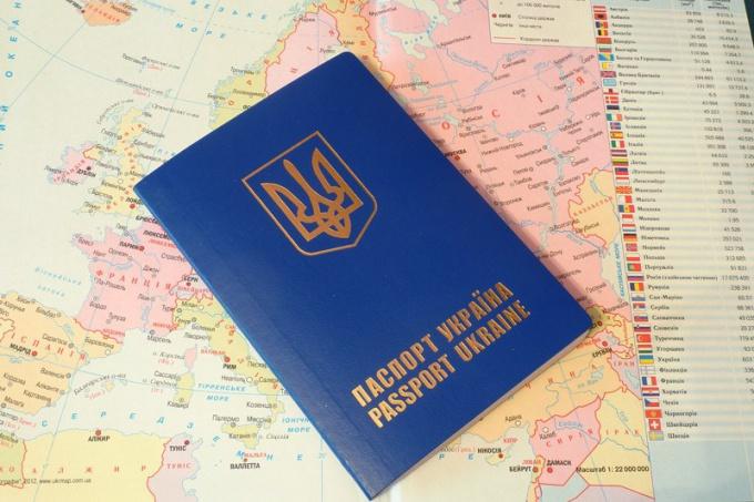 Так выглядит заграничный паспорт Украины