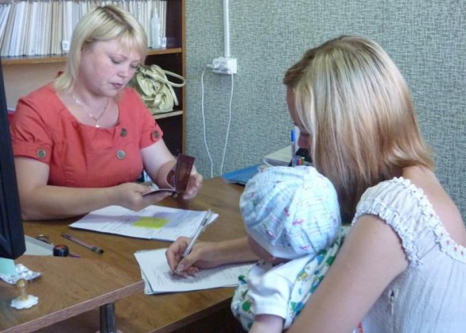 Какие нужны документы для продление детского пособия