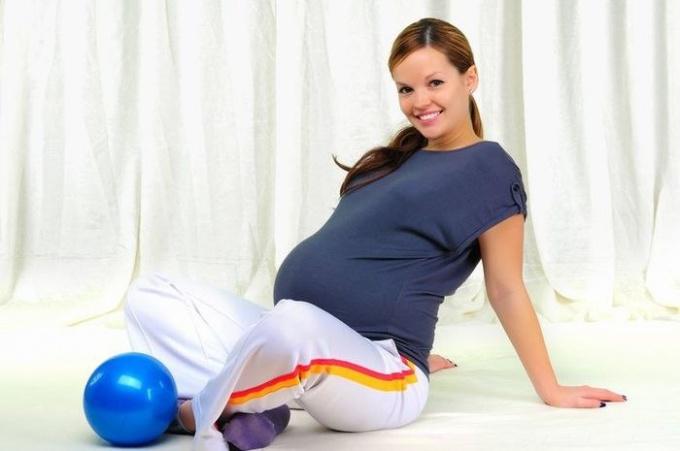 Какие физические упражнения можно делать при беременности