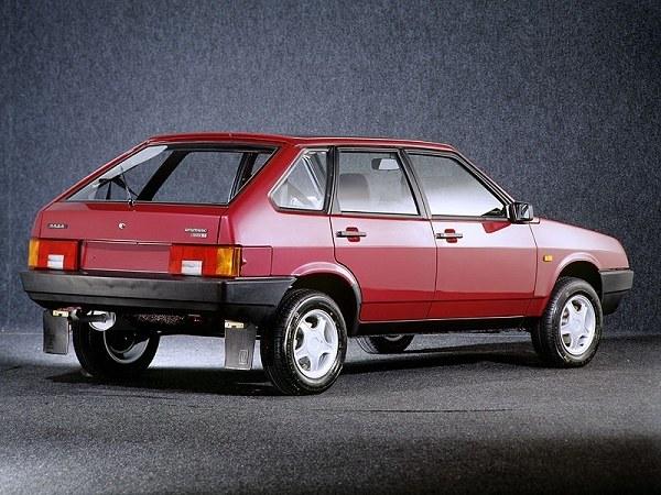 Переднеприводный автомобиль ВАЗ-2109