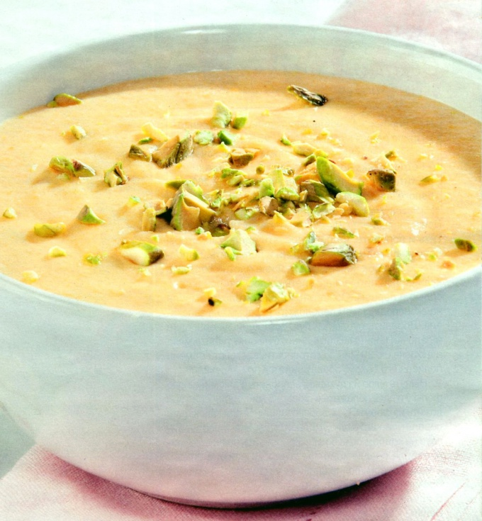 Нежный куриный суп  с фисташками, сливками и рисом