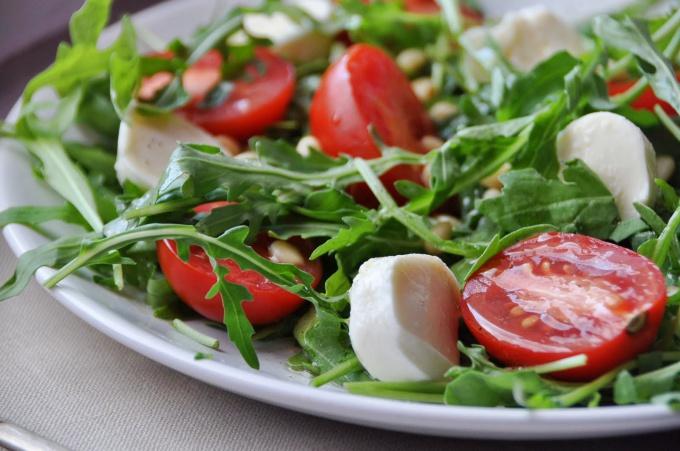 Салат из кабачков и руколлы