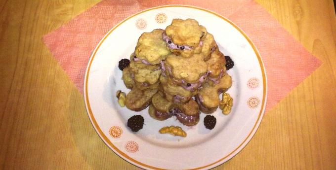 Ароматное печенье с ежевичным кремом