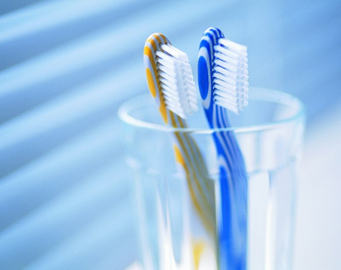 Соблюдайте правила подбора зубной щетки по ее жесткости!