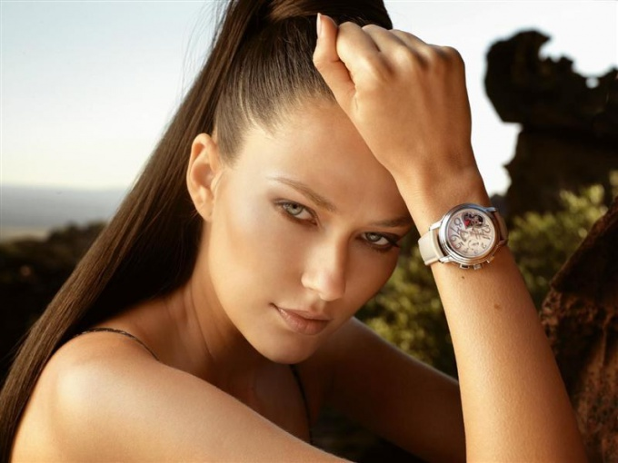 What women's watches are now in Vogue