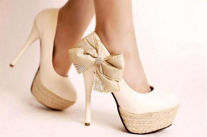 Какие туфли пойдут к белому платью