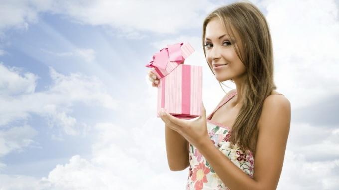 Какие духи подарить молодой девушке