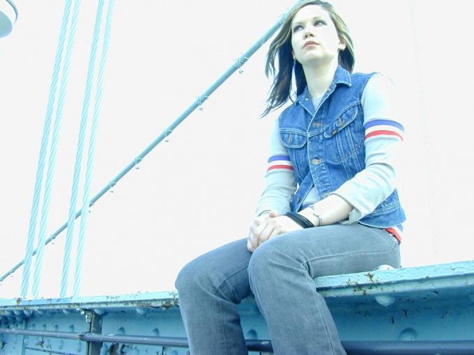 Джинсы были модными и в 90-ые годы. однако после 2000 года народная любовь к джинсовой одежде только усилилась