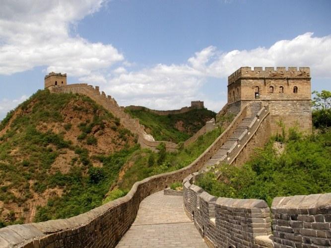 Какова высота Великой китайской стены