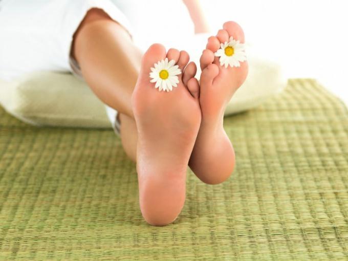 Какие средства помогают от запаха ног