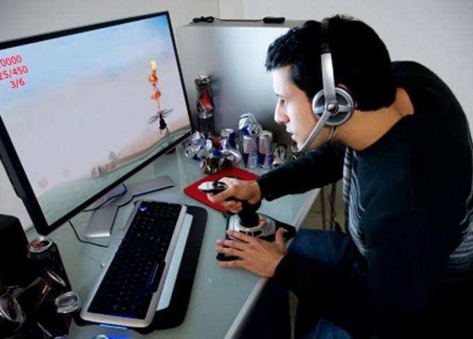 Сетевые компьютерные игры настолько популярны, что вскоре одиночные игры могут исчезнуть