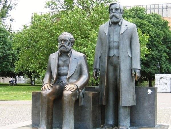 Памятник К. Марксу и Ф. Энгельсу в Берлине