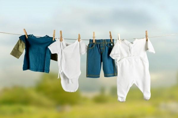 Каким порошком стирать вещи новорожденного