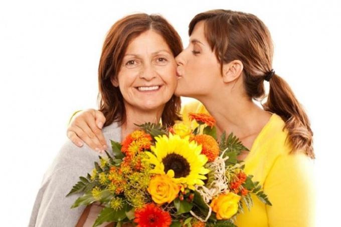 взрослые мама и дочь