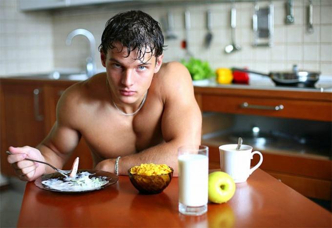 Своей силой, выносливостью, смелостью, сексуальностью мужчина обязан тестостерону
