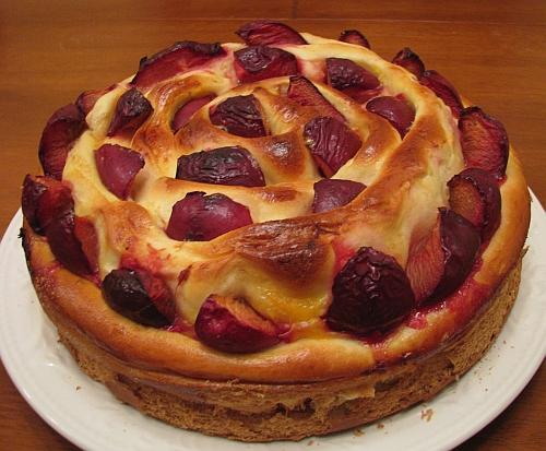 Как приготовить торт со сливами