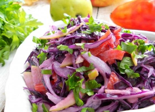 Свежий салат из красной капусты