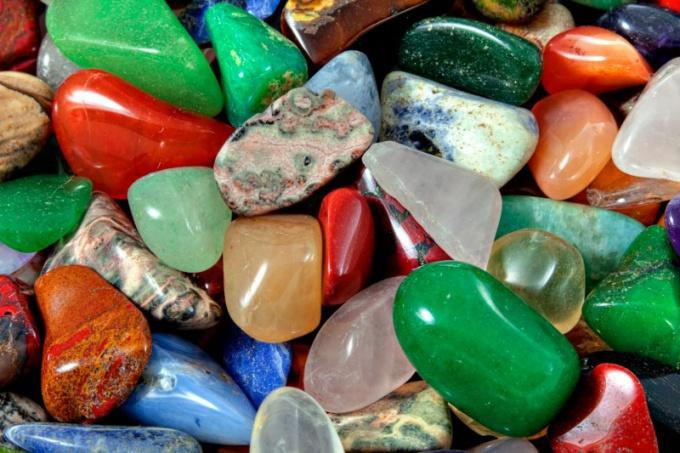 Тельцам подходят как драгоценные, так и полудрагоценные камни