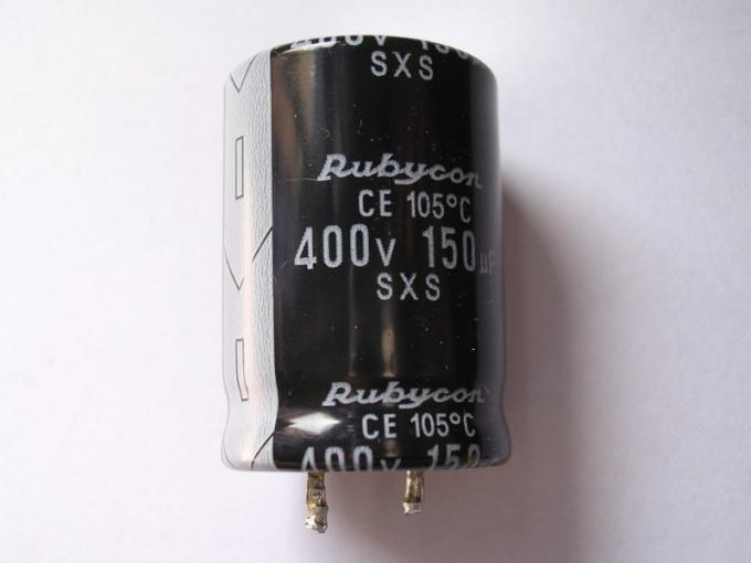 От чего зависит энергия электрического поля конденсатора