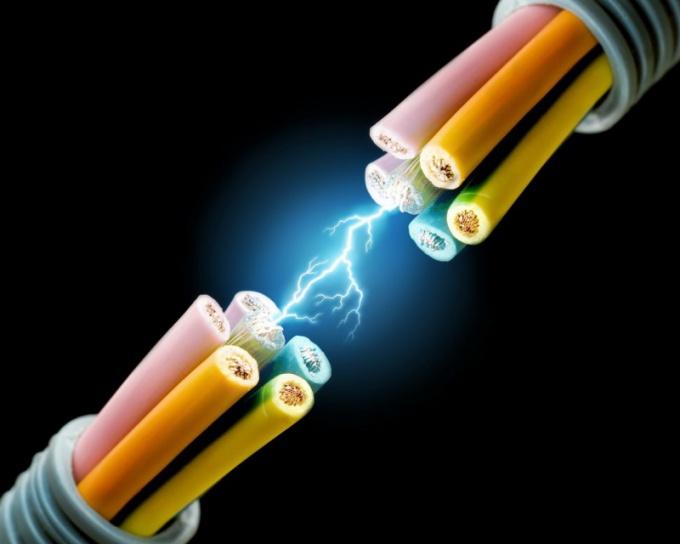 Как изменится энергия, если уменьшить напряжение
