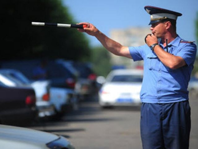 What documents must be delivered to the inspector of traffic police