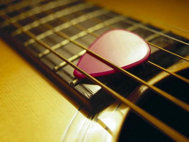 Как часто надо менять струны на гитаре