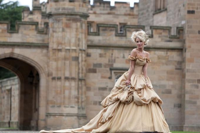 Как выбрать бальное платье