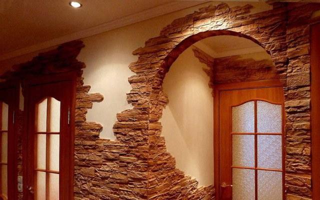 Декорирование стен отделочным камнем придает помещению презентабельный вид