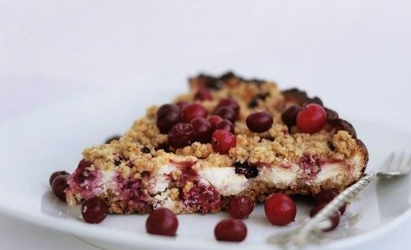 Овсяно-творожный пирог с ягодами