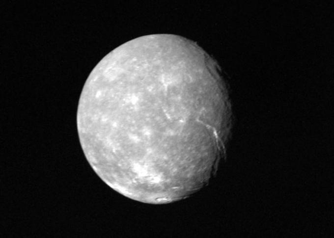 Titania- sputnik_Urana_