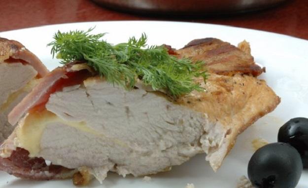 Куриное филе с сыром в беконе