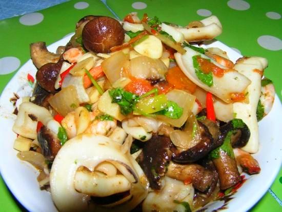 Кальмары с грибами