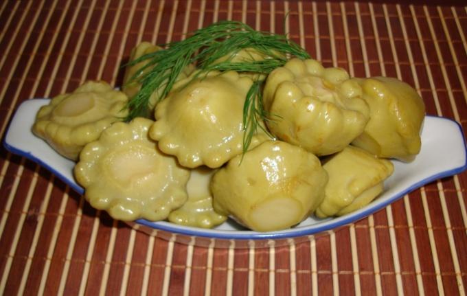 Консервированный салат из патиссонов