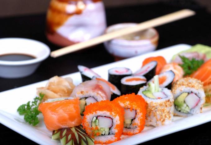Японские суши-роллы