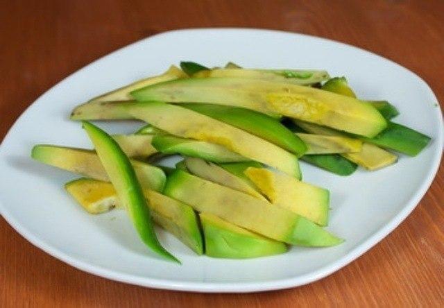 Нарезка авокадо брусочком
