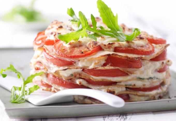 Как приготовить блинный пирог с помидорами и рикоттой