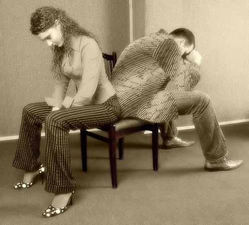Как избежать развода со второй половинкой