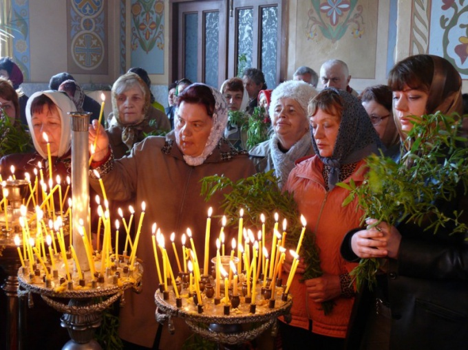 How to put candles in the Orthodox Church
