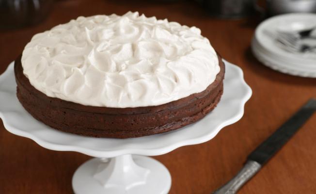 Как приготовить шоколадный пирог без муки с миндальным кремом