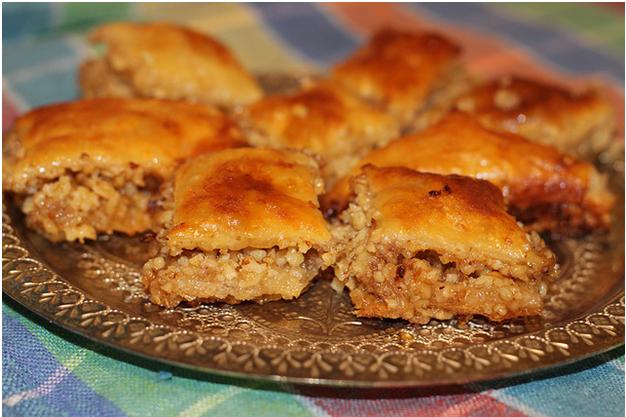 Как готовится сладость востока – пахлава с орехами