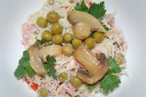 Готовим салат с ветчиной и грибами