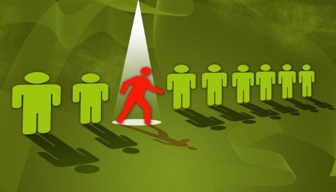 Лидер выделяется из толпы