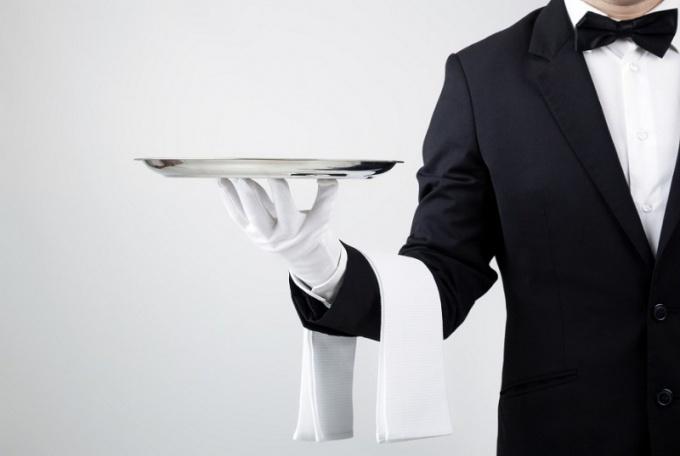 Сколько давать чаевые официанту