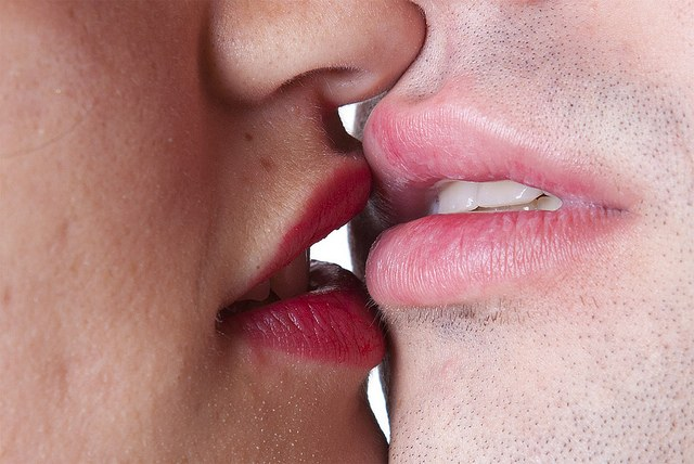 фото нежный поцелуй половых губ