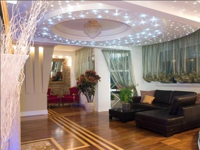 Поменять лампу в подвесном потолке несложно